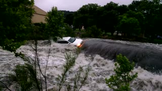 Jeep Swept Away in Texas Flood - Video
