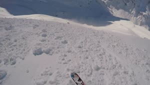 Helmet-camera captures skier caught in avalanche - Video