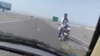 Riding motorcycle backwards in highway - Video