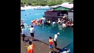 floating restaurant collapsed in Ninh Thuan, Vietnam 300 people crashed into the sea - Video