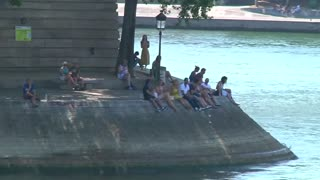 Europe swelters in heatwave - Video