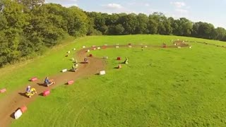 Drivers race lawnmowers in world championships - Video