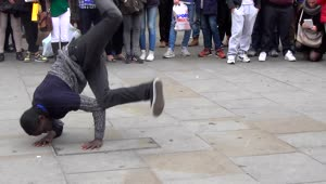 Amazing street breakdance performance - Video