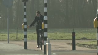 Vibrating bicycle senses traffic - Video