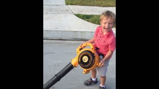 Boy versus leaf blower - Video