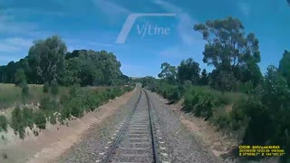 Man jumps from tracks seconds before train passes - Video