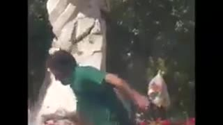 "Mayor of Isfahan demolished the ""Mother Statue"" - Video"
