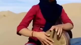 Girl playing Tombak in desert - Video
