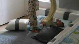 Toddler shows some love to his baby brother - Video