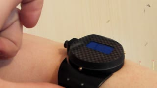 Inventor creates James Bond-inspired laser watch - Video
