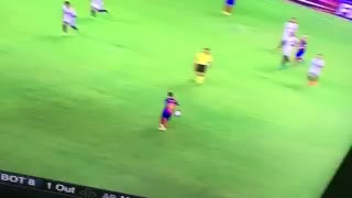 VIDEO: Magical pass from Denis Suarez. He took Xavi's number for a reason... - Video