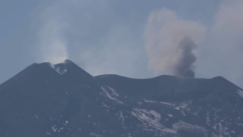 Remarkable time lapse of Mount Etna volcanic activity