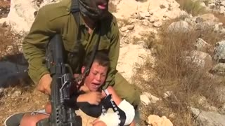 Israeli soldier scuffles with Palestinian boy - Video