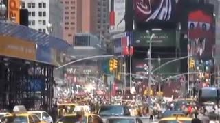 Times Square during US goal in 2010 World Cup - Video