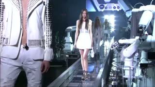 Rock meets robot at Philipp Plein fashion show - Video