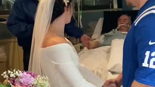 This couple gets married at the ICU in front of the bride's dying father