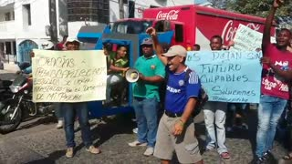 Protesta conductores en Olaya. - Video