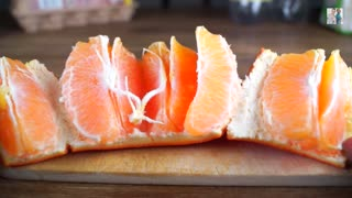 Life Hack: Fastest way to peel an orange - Video