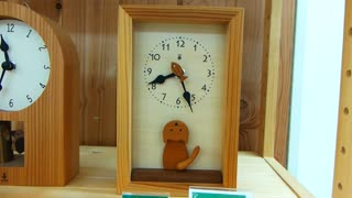 Super cute cat clock in Osaka, Japan - Video