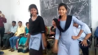 Girls Dance in India in college  - Video