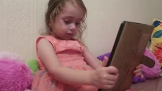 Three-Year-Old Girl Has Full-Blown Conversation With Siri - Video