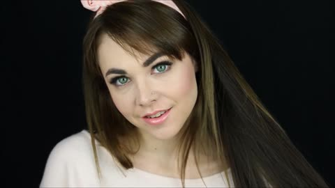 How to create a casual smokey eye makeup look with pink lips
