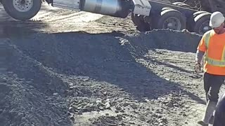 Truck gets stuck in dirt with trunk open up - Video