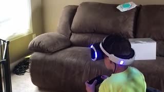When virtual reality scares the girl out of you  - Video
