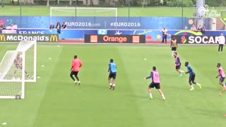 Anthony Martial scores a brilliant overhead kick in France training - Video