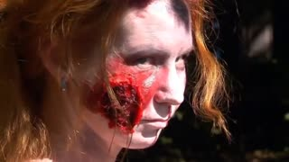 Zombies haunt runners in Moscow park - Video