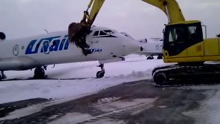 Airplane Vs. Excavator - Video
