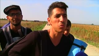Migrants undeterred by Hungary border crackdown - Video