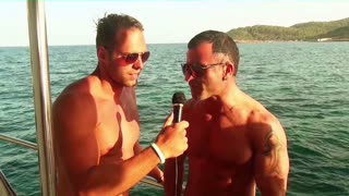 This guy loves the boatparty - Video