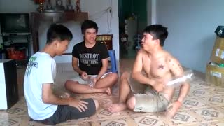 Rock Paper Scissor Vietnamese style - Video