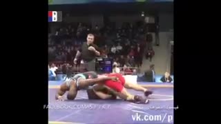 Wrestler made the referee to intervene - Video
