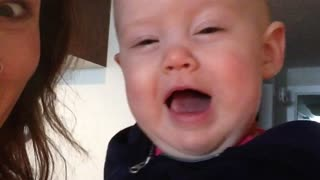 Baby hilariously imitates mom's laugh - Video
