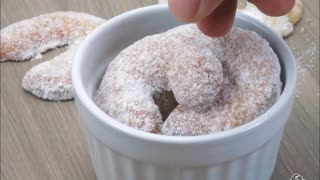 Low carb vanilla crescents - Video