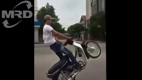 """YOUNG KINGS"" How to Wheelie a Motorbike - TROUBLE"