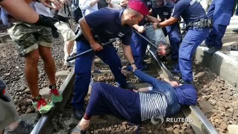 Hopes raised, then dashed for Budapest train migrants