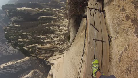 Daredevil Scales Mt. Huashan, World's Most Dangerous Hiking Trail
