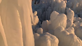 Incredible Ice Formations in Michigan - Video