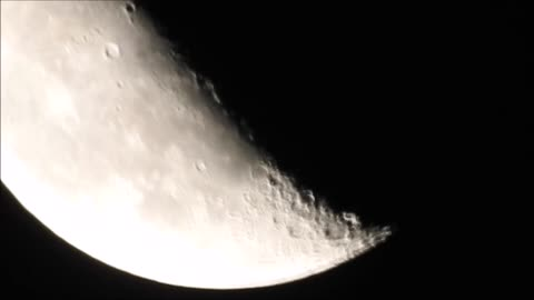 Amazing Clarity Of The Moon With This Camera