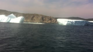 Rare footage of floundering iceberg off Newfoundland - Video
