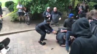 Violent protests break out in Portland at Patriot Prayer rally - Video