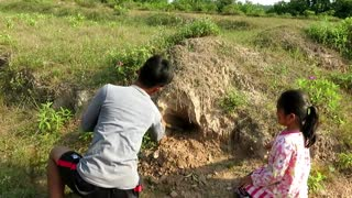 Wow! Little Sister & Brother Catch Snake in Hole By Digging - How To Catch Water Snake  - Video