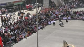Myanmar: Protesters rally in Yangon despite a military build-up