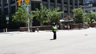 NYPD's dancing traffic cop - Video