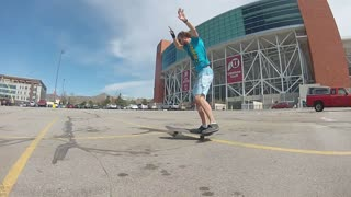 Impressive one-footed skateboarding trick - Video