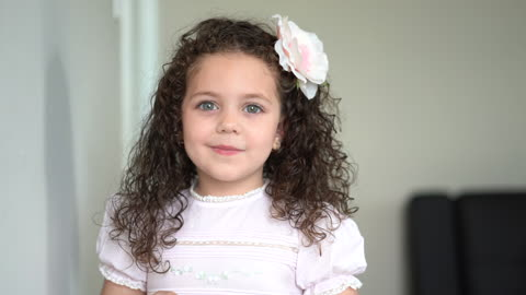 Incredibly Talented 5-Year-Old Sings 'Tomorrow' From Annie