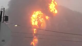 Train Derails Carrying Crude Oil Near Boomer, West Virginia - Video